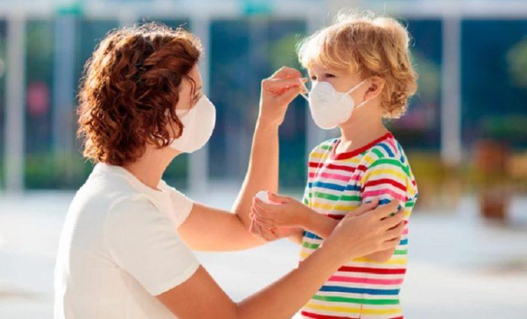 niños protegiéndose del coronavirus