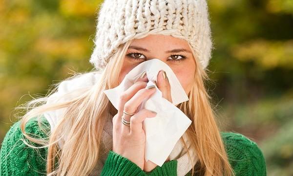 gripe estacional en mujer